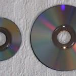 http://upload.wikimedia.org/wikipedia/commons/0/08/Nintendo_GameCube_Game_Disc_and_Wii_Optical_Disc.jpg